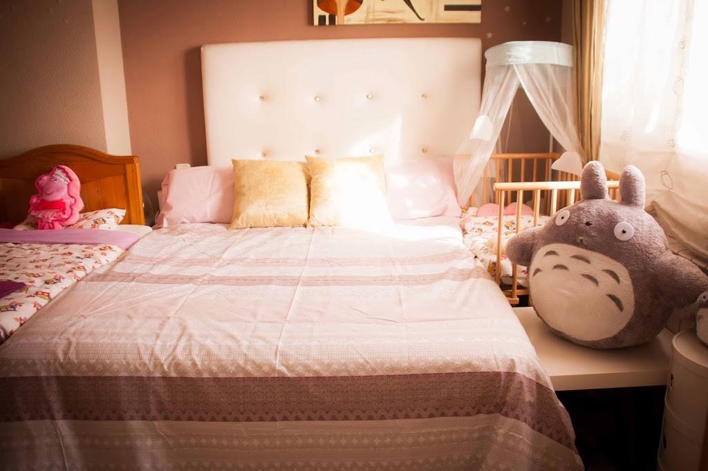 Nuestro dormitorio de colecho tigriteando - Como poner dos camas en una habitacion pequena ...