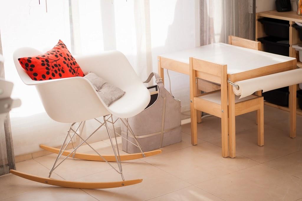 Un craft corner en el sal n tigriteando for Mesa de ninos ikea