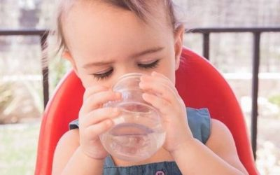 Autonomía con bebés y vasos de cristal